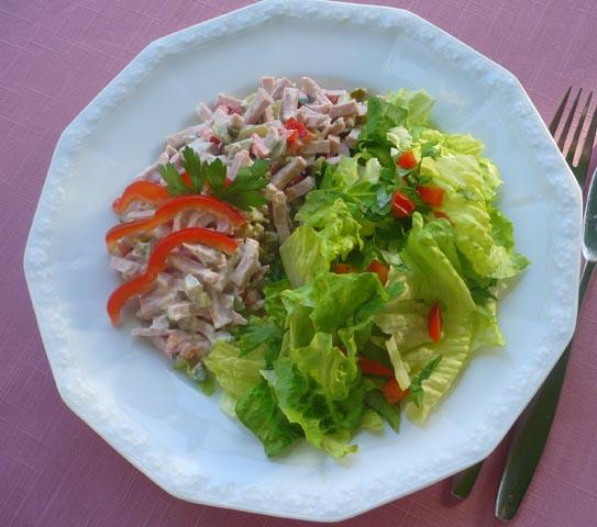 Wurstsalat_mit_Romano-Salat.jpg