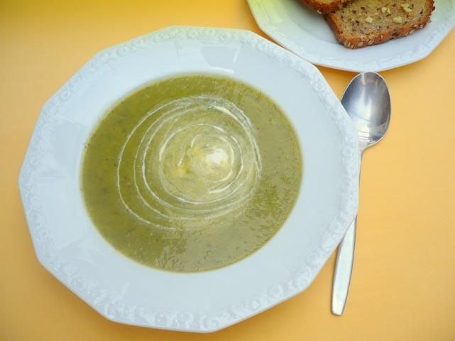 Zucchini-Suppe_mit_Knoblauch-Toast.jpg